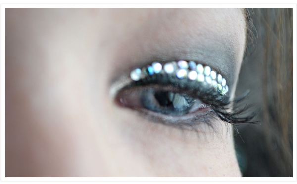 Maquillage pour le nouvel an strass faux cils my pretty little reviews - Maquillage nouvel an ...