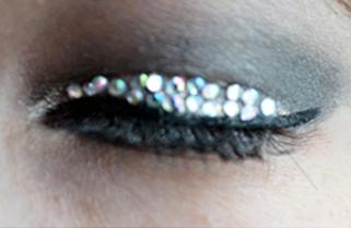 Maquillage pour le Nouvel An - Strass & Faux-cils